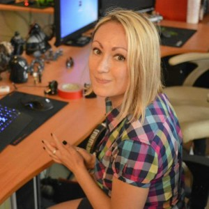 Aleska - female Dota 2 gamer